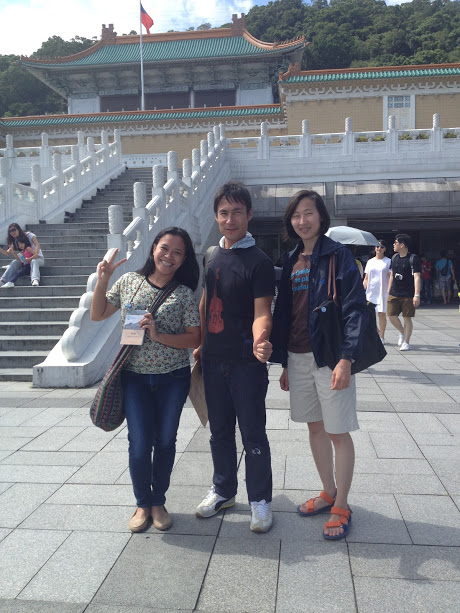 Rudz, Nobuya (from Japan) and Jiwon (from Korea) during the field trip to the Taiwan National Museum​