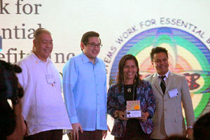 Nanette Salvador-Antequisa with award presenters